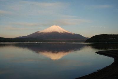 朝日を受ける富士